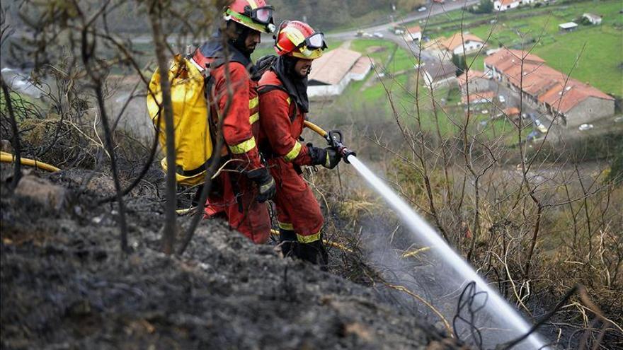 La Guardia Civil investiga en Cantabria si los incendios son intencionados. |