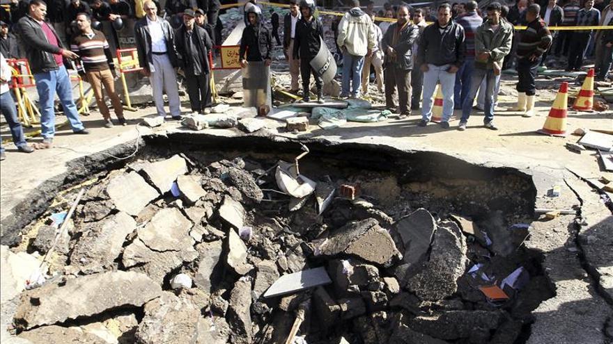 Un muerto y 8 heridos al estallar cinco bombas en El Cairo