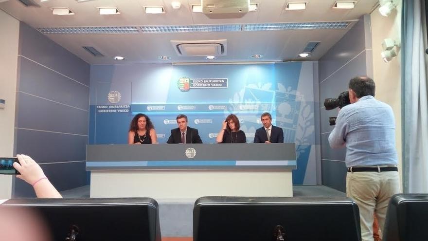 Los gobiernos central y vasco ultiman un acuerdo para implantar este verano un sistema mejorado de acogida a refugiados