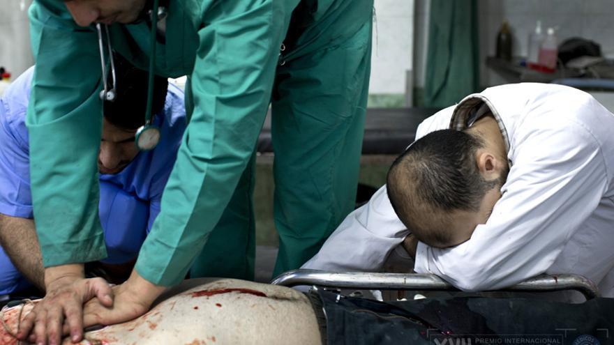 Omar, de 31 años, un soldado del Ejército Libre de Siria llegó al hospital a las 13:49 con una herida de bala en el pecho. Nueve minutos más tarde fue declarado muerto./ / Niclas Hammarström