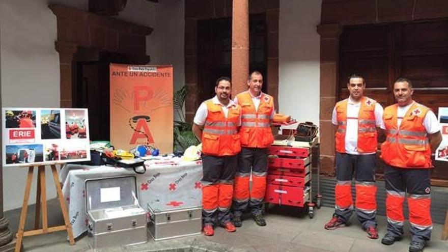 En la imagen, Equipos Respuesta Inmediata en Emergencia de  Cruz Roja.
