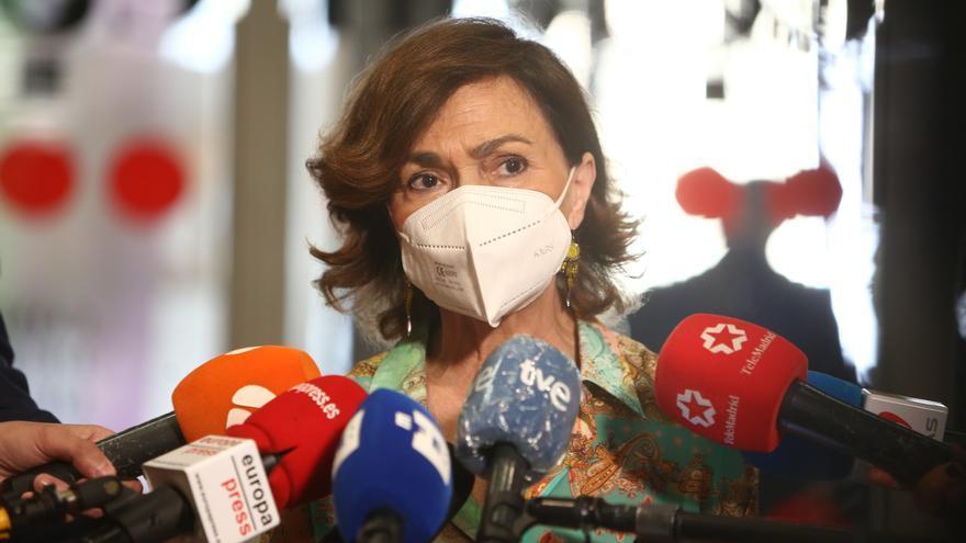 La vicepresidenta primera y ministra de la Presidencia, Relaciones con las Cortes y Memoria Democrática, Carmen Calvo, ofrece declaraciones a los medios, a 11 de junio de 2021, en Madrid.