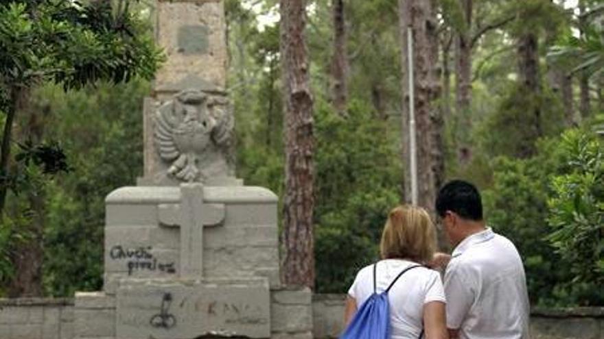 Monumento al golpe del 36 situado en Las Raíces / Cristóbal García, EFE