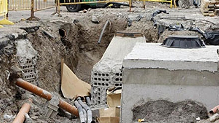 Obras en la calle Obispo Romo. (ACFI PRESS)