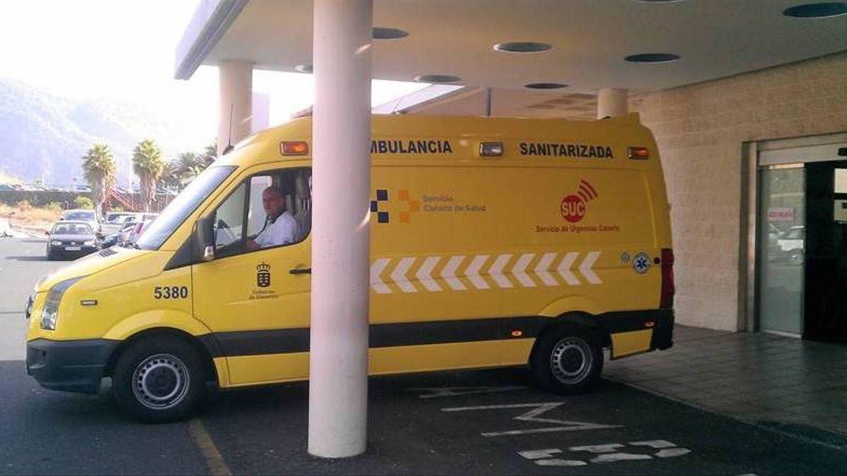 Imagen de archivo de una ambulancia del SUC en el Hospital General de La Palma.