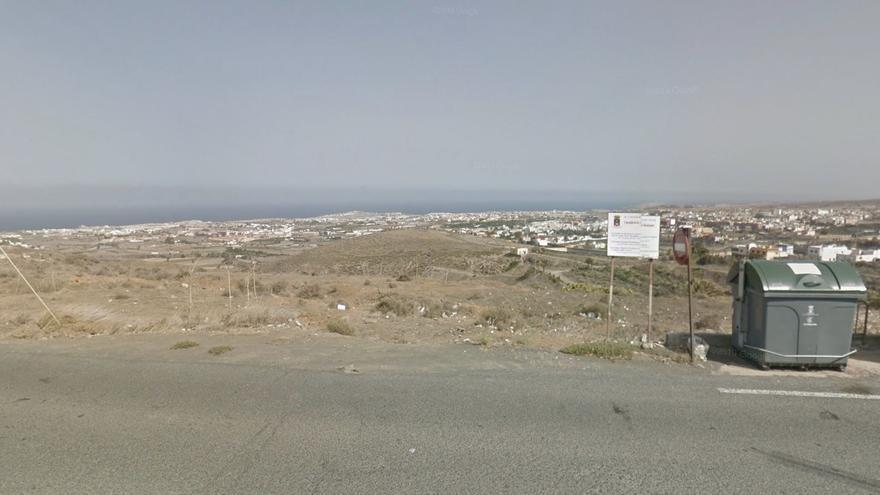 Una mujer, herida moderada después de salirse de la vía con su coche y caer por un barranco en Gran Canaria
