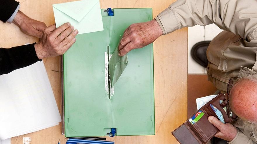 El Gobierno propone que los electores que viven en el extranjero puedan escribir su voto en una papeleta en blanco