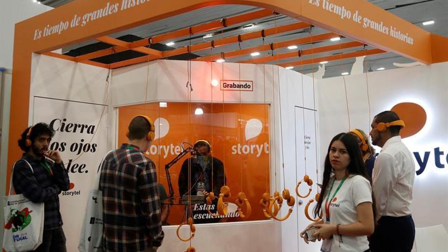 Audiolibros buscan despegue en Latinoamérica atraídos por público potencial