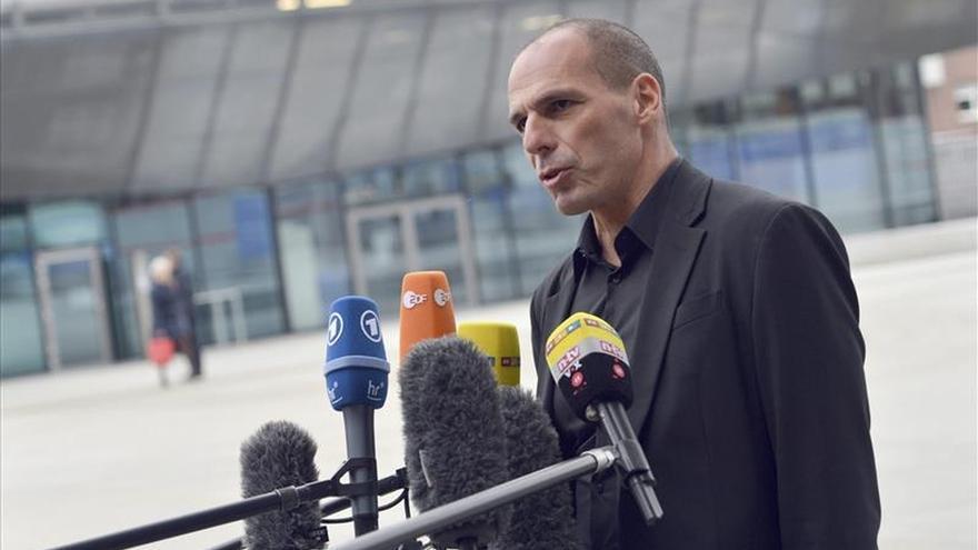 """Varufakis busca en Berlín """"comprensión"""" para el nuevo curso político griego"""