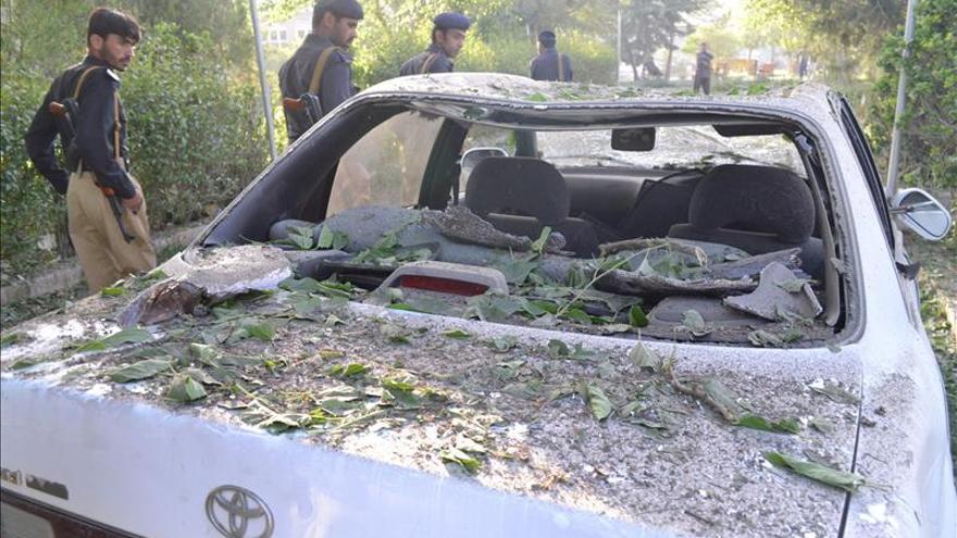 Un atentado suicida contra un jefe policial mata a siete personas en Pakistán