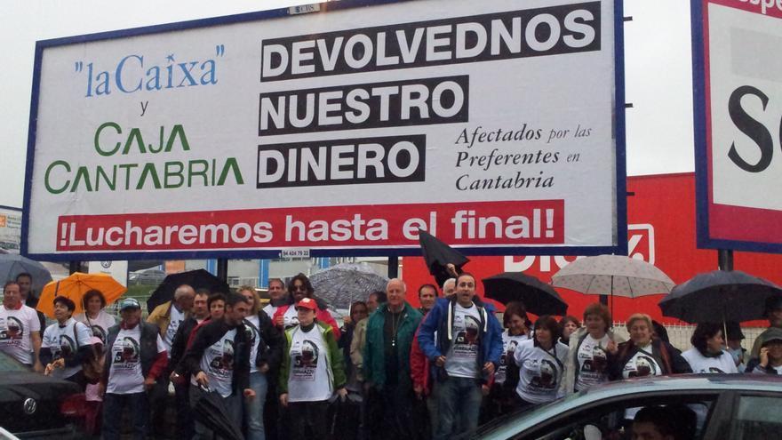 Protesta de los afectados por las preferentes en Cantabria