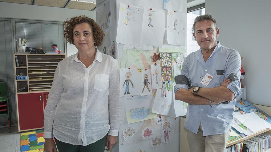 Maisa Bilbao y Carlos Cruz, ambos profesores del Aula Hospitalaria de Valdecilla.
