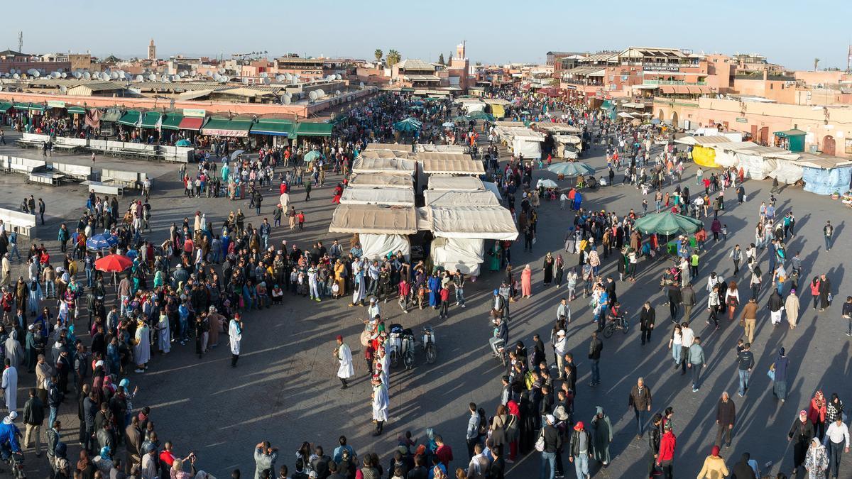 Gentío en la Plaza Jemaa El Fna de Marrakech.