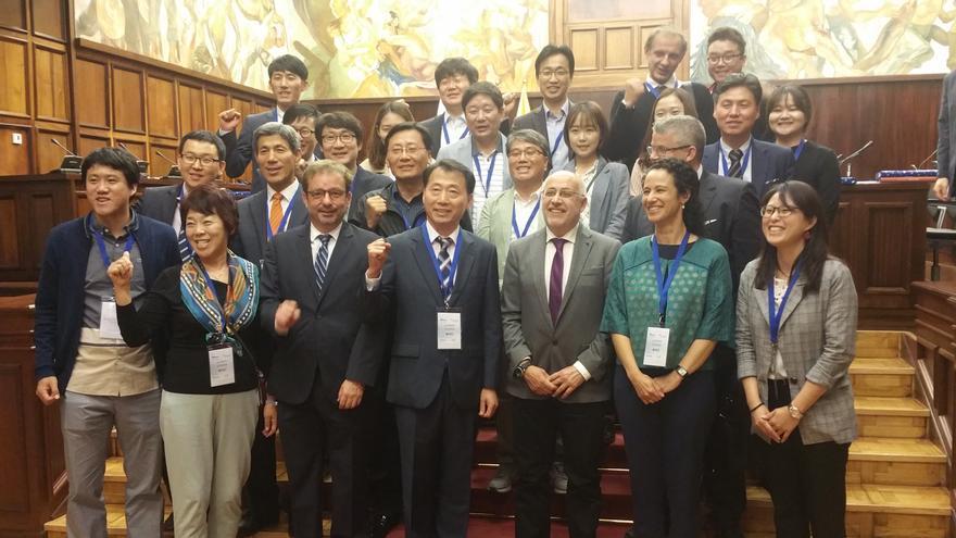 El presidente del Cabildo de Gran Canaria, Antonio Morales, se ha reunido con una treintena de empresarios de Corea del Sur.