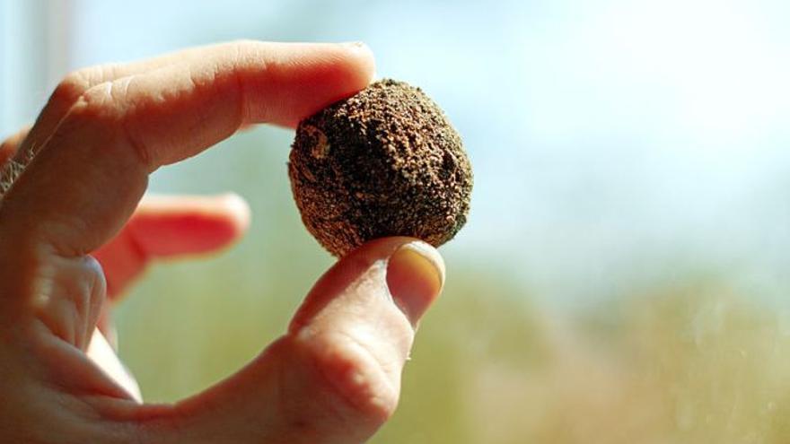 Bolas de arcilla de la técnica Nengo-Dango. FOTO: Wikipedia.