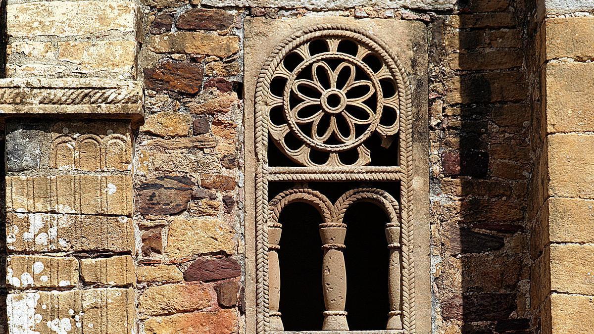 Celosías en piedra. El arte prerrománico asturiano logró una altísima calidad decorativa.