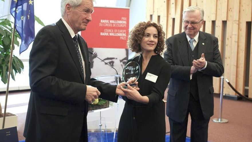 Elmas Arus rinde homenaje al pueblo gitano al recibir el Premio Wallenberg