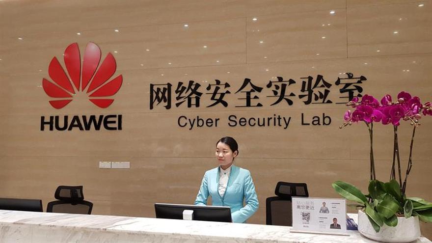 China insta al Reino Unido a resistir la presión internacional sobre Huawei
