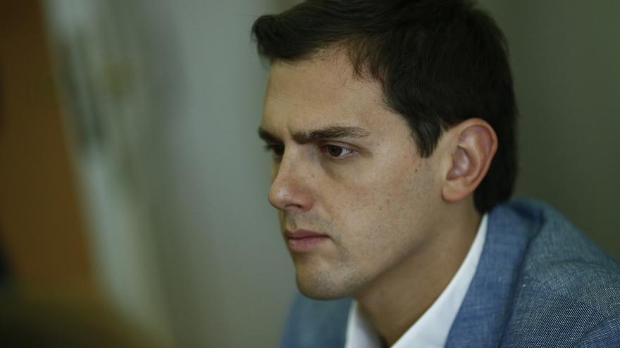 """Rivera pide a Rajoy que sea responsable y no prometa bajar el IRPF si luego """"no lo puede cumplir"""""""