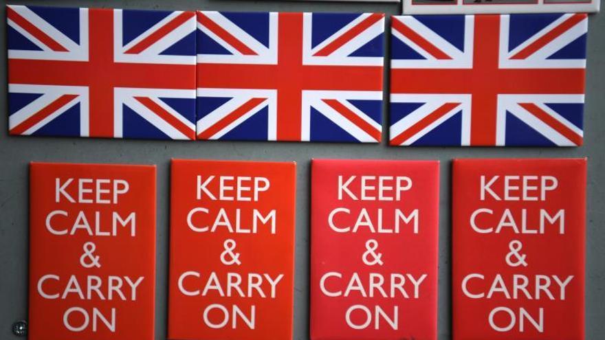 """La economía británica podría reducirse un 5,5 % en diez años por el """"brexit"""""""