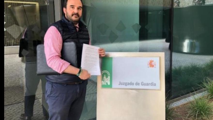Vox presenta una denuncia en juzgados por la colocación de carteles del 8M en monumentos