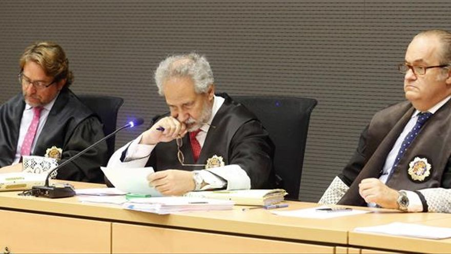 Los jueces de la Audiencia de Las Palmas Emilio Moya (c), Salvador Alba (i) y Carlos Vielba (d)