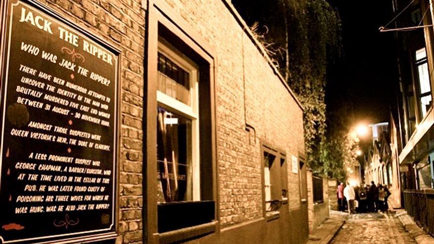 Callejón del East End de Londres; escenario de los asesinatos de Jack el Destripador.