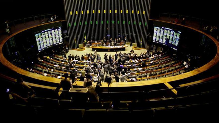 Diputados de Brasil aprueban en primera instancia poner fin a la reelección