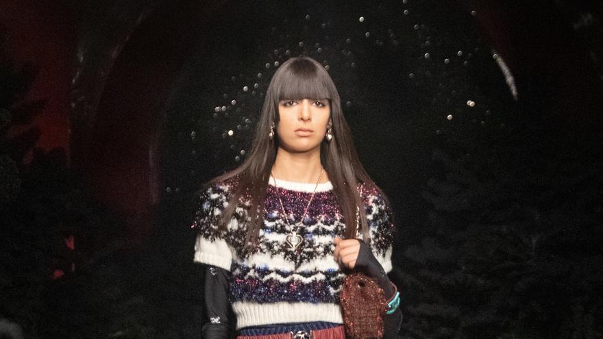 Chanel juega con la texturas y el estilo montañero en la pasarela