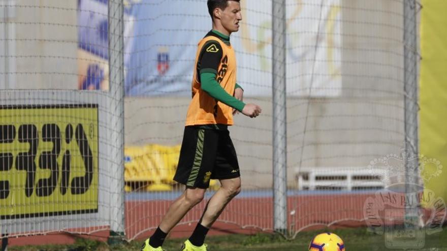 El jugador Srnic realiza su primer entrenamiento con la UD Las Palmas.