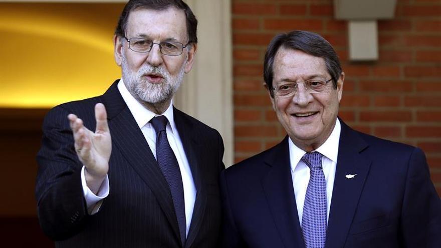 Rajoy recibe al presidente de Chipre antes de la cumbre del sur de Europa