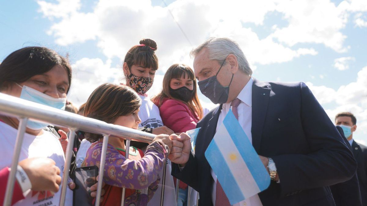 Alberto Fernández recorre fábricas e inaugura obras en provincia de Buenos Aires.