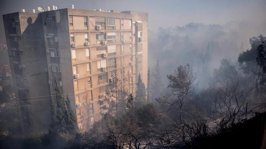 Israel procesa a tres palestinos por vínculos con la ola de incendios