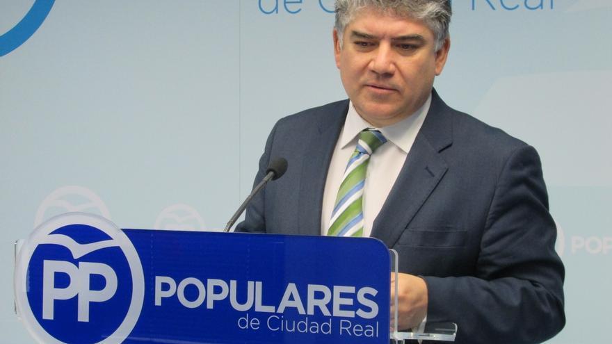 El Pp Suspende A Su Presidente En Valdepe As Acusado De