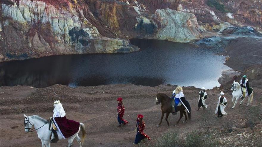 Tharsis (Huelva) recrea salida de los Reyes Magos hacia Belén a pie de mina