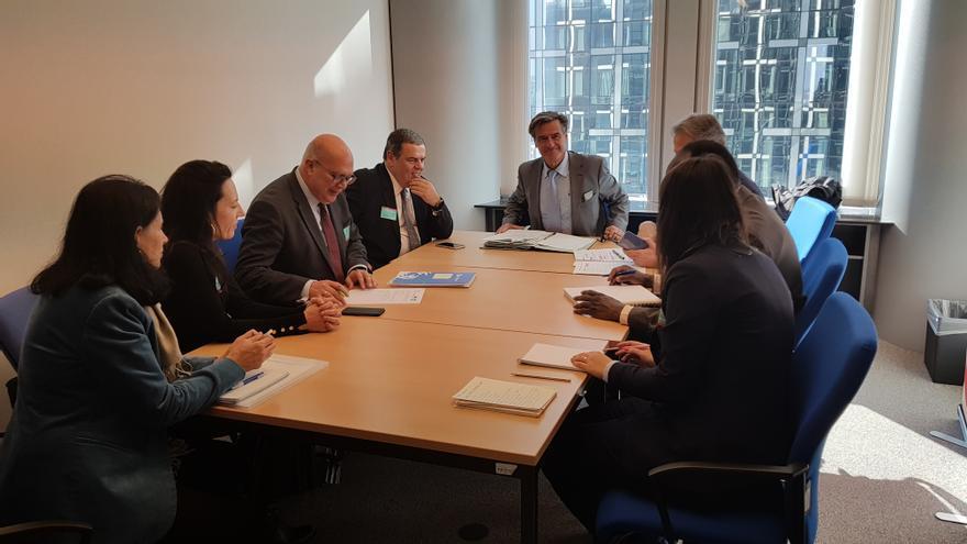 El eurodiputado socialista Juan Fernando López Aguilar, durante una reunión en Bruselas con representantes de la Federación Canaria de Empresas Portuarias.