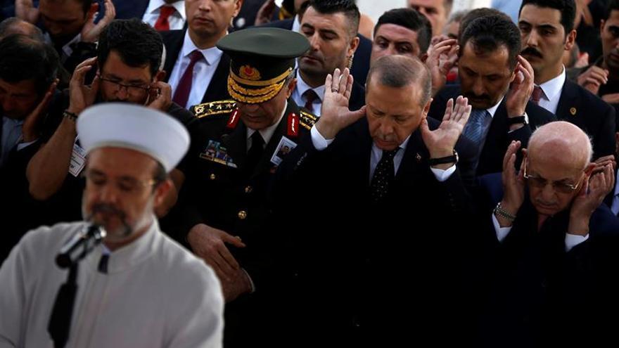 """Turquía critica que Alemania permita actos de """"terroristas"""" y no de Erdogan"""