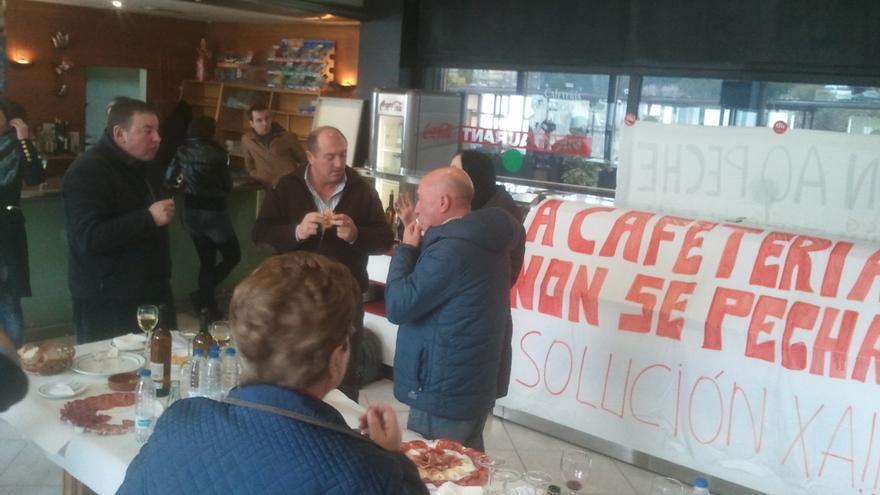 Pinchos solidarios en la estación de Santiago