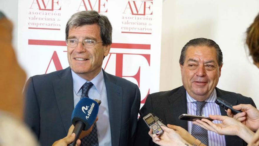 Aurelio Martínez, presidente de la Autoridad Portuaria de Valencia, y Vicente Boluda en un acto de AVE.