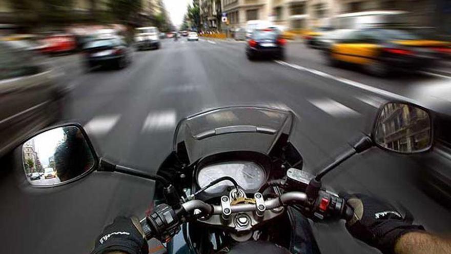 Fundación Pons y Anesdor han elaborado un decálogo para mejorar la seguridad vial en moto.