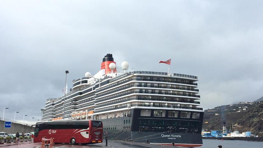 El  buque Queen Victoria ha arribado este lunes, 14 de octubre, al Puerto de Santa Cruz de La Palma.