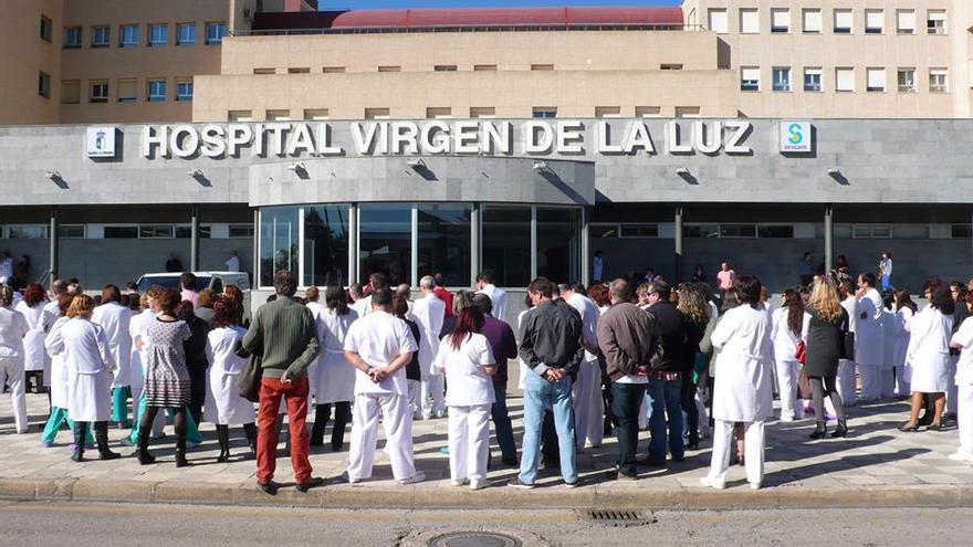 Concentración frente al Hospital Virgen de la Salud. Foto: Plataforma por la Sanidad Pública de Cuenca