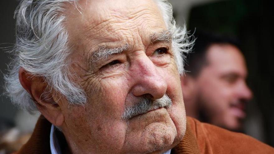 Estamos acostumbrados a los golpes de Estado en América Latina, afirma José Mujica