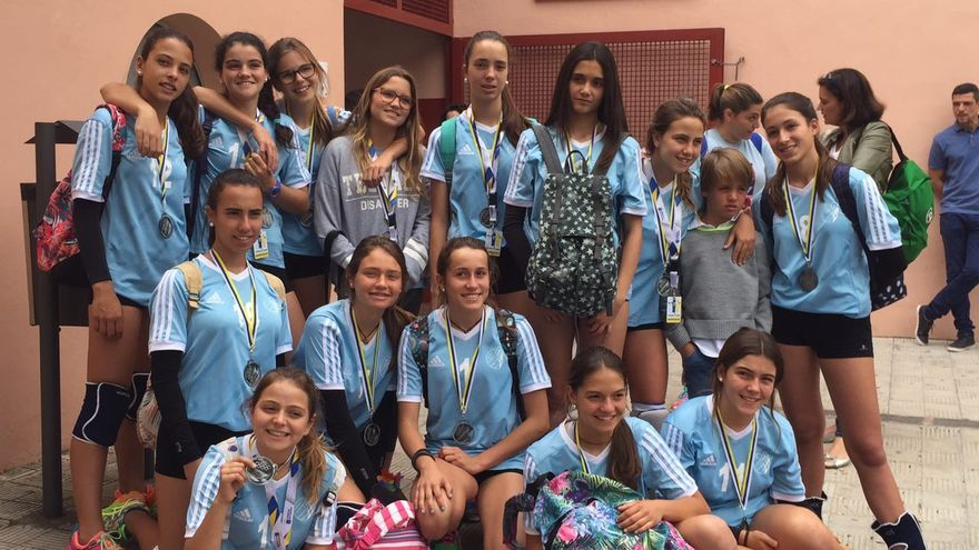 El equipo grancanario de voleibol femenino CV Claret.