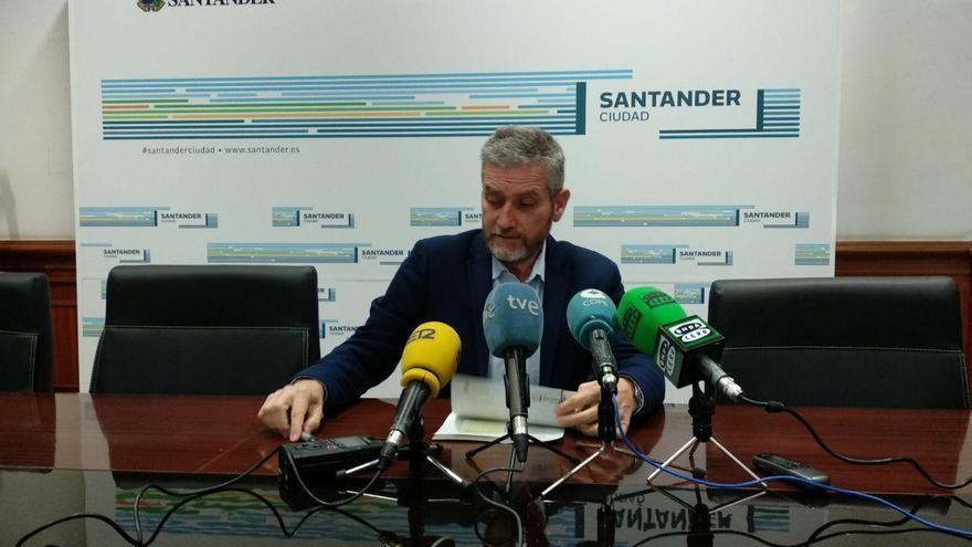 Javier Ceruti (Cs) durante la rueda de prensa en el Ayuntamiento. | R.A.