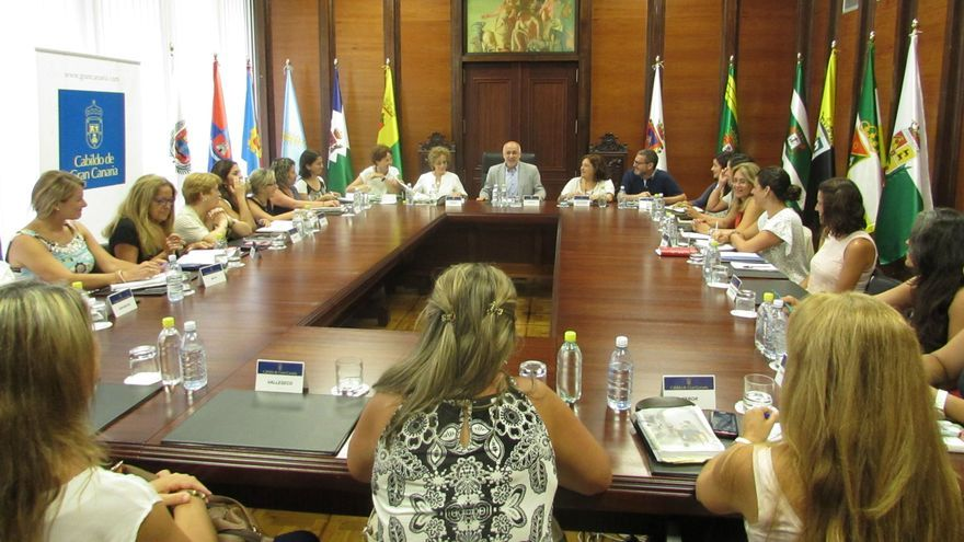 Reunión entre el Cabildo de Gran Canaria y representantes de los ayuntamientos de la isla en materia de igualdad de género (CABILDO GRAN CANARIA)