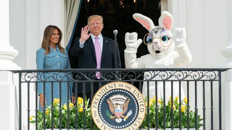Foto difundida por la Casa Blanca de los Trump junto al Conejo de Pascua