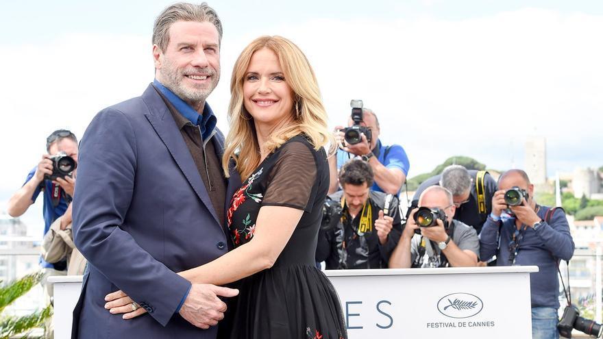 John Travolta y Kelly Preston posan en el photocall del Festival de Cannes