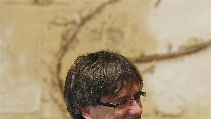 """Puigdemont y CUP acercan posiciones en una reunión para recuperar """"confianza"""""""
