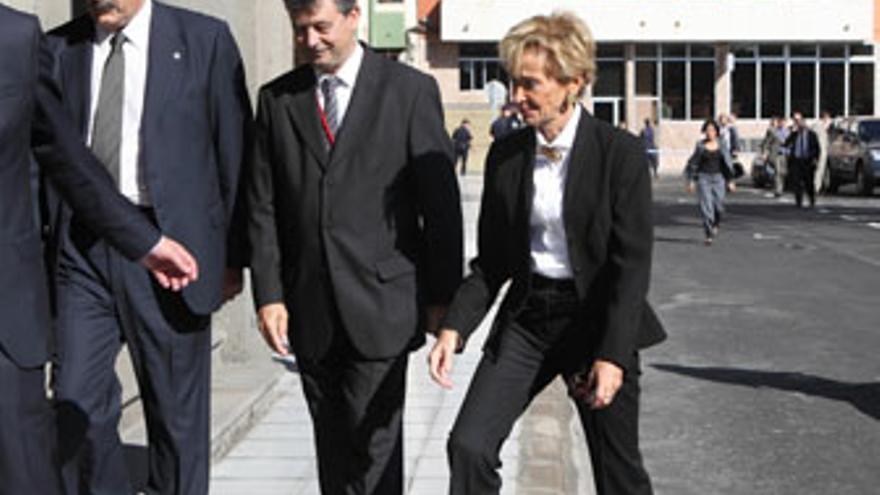 De la Vega, antes del Consejo de Ministros que se celebró este viernes en Las Palmas de Gran Canaria. (QUIQUE CURBELO)